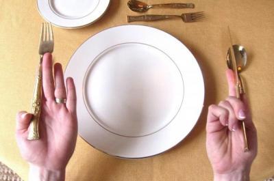 Học cách dùng dao muỗng nĩa khi ăn món Tây